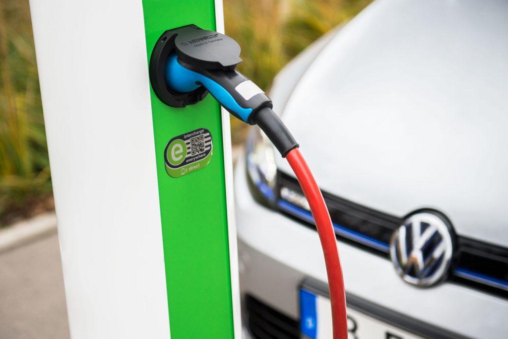 enchufe-vehiculo-electrico
